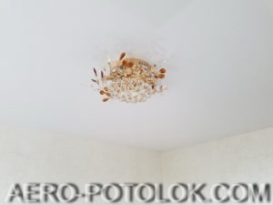глянцевый потолок фото 7