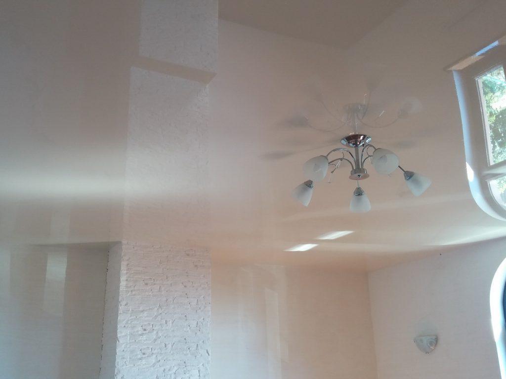 перламутровые натяжные потолки фото